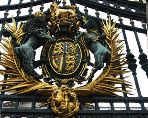 Royal Coat of Arms Buckingham Palace Gates created 1908 by Bromsgrove Guild
